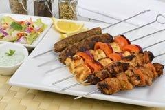 Kebabs en los pinchos Foto de archivo libre de regalías