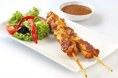Kebabs en Salade Stock Fotografie