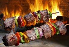 Kebabs en un pincho Foto de archivo libre de regalías