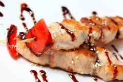 Kebabs japoneses con los salmones Imagen de archivo libre de regalías