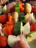Kebabs que cozinha em um assado Foto de Stock Royalty Free