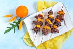 Kebabs Shish от куриной печени с tangerines Стоковая Фотография