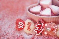 Kebobs y marshmellows de la tarjeta del día de San Valentín Fotografía de archivo