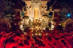 Kecak火和恍惚舞蹈在Pura Dalem塔曼卡娅, Ubud,巴厘岛,印度尼西亚 库存照片