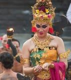 Kecak舞蹈的执行者在Uluwatu寺庙,巴厘岛的 库存图片