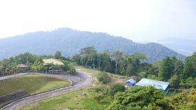 KEDAH, LANGKAWI, MALASIA - 9 de abril de 2015: Visión desde arriba de la montaña de Gunung Raya imagenes de archivo