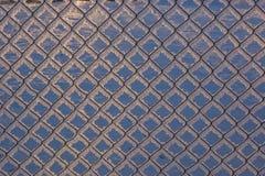 Kedja-sammanlänkning staket med snö, vinterbakgrund Royaltyfri Foto
