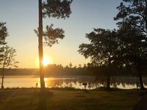 kedjan räknar yttersida USA för solnedgången för skyen för fotografi för horisontalillinois lakelakes ljus o orange Arkivfoto