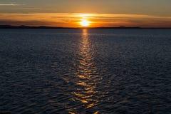 kedjan räknar yttersida USA för solnedgången för skyen för fotografi för horisontalillinois lakelakes ljus o orange Royaltyfria Bilder