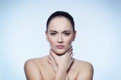 Keelpijn van vrouwen Stock Afbeelding