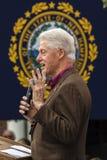 Keene,新罕布什尔- 2016年10月17日:前U S 比尔・克林顿总统代表他的妻子民主党总统n讲话 库存照片