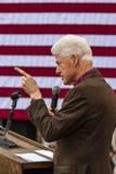 Keene, New Hampshire - 17 de octubre de 2016: U anterior S Presidente Bill Clinton habla en nombre de su esposa n presidencial De Fotografía de archivo libre de regalías