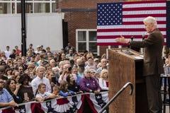 Keene, New Hampshire - OKTOBER 17, 2016: Vroeger U S President Bill Clinton spreekt namens zijn vrouw Democratisch presidentieel  Royalty-vrije Stock Fotografie