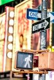 Keep走的纽约交通标志 库存图片