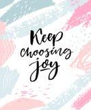 Keep que elige alegría Cita inspirada positiva Cepille la caligrafía en movimientos en colores pastel rosados y azules stock de ilustración