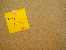 Keep smiling in post note Royalty Free Stock Photography
