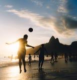 Keepy Upply en la playa de Ipanema, Rio de Janeiro, el Brasil Fotos de archivo