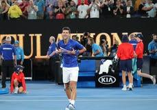14 keer de Kampioen Novak Djokovic van Grand Slam van Servië viert overwinning na zijn halve finalegelijke bij het Australian Ope stock afbeelding