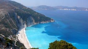 KEFALONIA,希腊- 2012年9月8日:Myrtos海滩, Kefalonia,爱奥尼亚人海岛,希腊风景  免版税库存照片