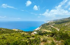 夏天爱奥尼亚海海岸视图(Kefalonia,希腊) 免版税库存照片