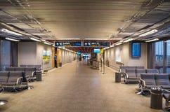 KEFLAVIK, IJSLAND - Maart 15, 2015: Zaal van de Internationale Luchthaven van Keflavik Stock Foto
