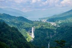 Kegon cai, a cachoeira famosa perto do lago Chuzenji em Nikko, Japão fotografia de stock