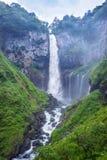 Kegon cai, a cachoeira famosa perto do lago Chuzenji em Nikko, Japão fotos de stock
