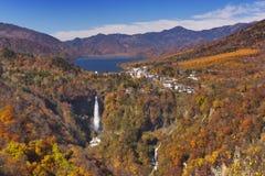 Kegon fällt nahe Nikko, Japan im Herbst Stockbild