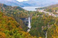 Kegon spadki i Chuzenji jezioro w jesieni, Nikko, Japonia obrazy royalty free