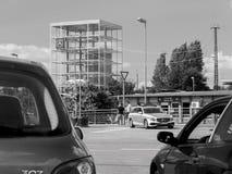 KEHL TYSKLAND - JULI 14, 2017: Svartvitt foto av den tyska polisen i Mercedes vagnbil Royaltyfria Foton