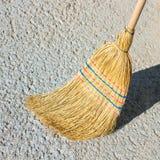 Kehren Sie für das Säubern des Bodens Konzept - Reinigung, Wartung von Stockbild