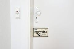 Kehrwoche påminnelse - rotationen av lokalvårdarbetsuppgifter Royaltyfria Foton