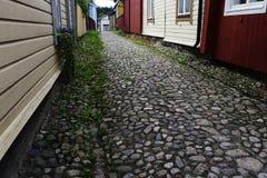 Keibestrating en houten oude huizen in Porvoo, Finland Royalty-vrije Stock Foto