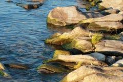 Keien in het water royalty-vrije stock afbeelding