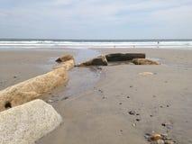 Keien in het zand stock foto