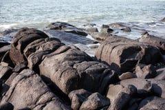 keien op de overzeese kust Stock Fotografie