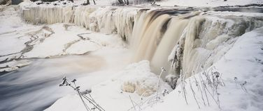 Keila-Joa vattenfall vid vinter, Estland royaltyfri bild