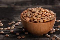 Keimungs-Samen in einer hölzernen Schüssel Stockfotografie