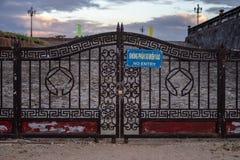 Kein altes Tor des Eintritts stockbild