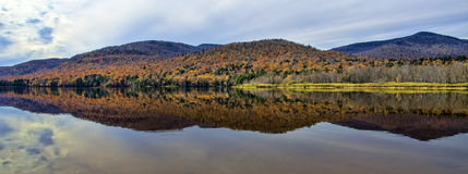 Kein Autumn Adirondack Lake Water Reflections 13 stockbild