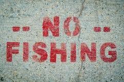 Kein Fischen-Zeichen auf Zement Stockfotos