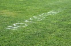 Kein Fußball-Zeichen auf Gras Stockbild