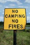 Kein Kampieren und Feuer Stockbilder