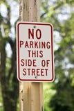 Kein Parken-Zeichen lizenzfreie stockbilder