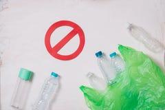 Kein Plastik bereitet Konzept, Plastikflaschenstapel auf, um an aufzubereiten stockfotografie