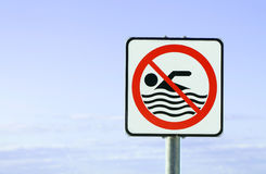 Kein Schwimmen erlaubtes europäisches Zeichen Lizenzfreie Stockbilder