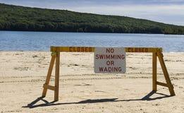 Kein Schwimmenzeichen am See Lizenzfreie Stockfotografie
