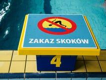Kein springendes Zeichen auf Pool, Polen Lizenzfreies Stockfoto