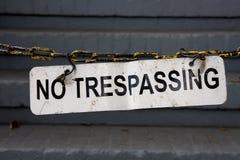 Kein tresspassing Zeichen auf Kette Stockbild