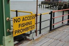 Kein verbotenes Zeichen des Zugangs Fischen Stockfotos